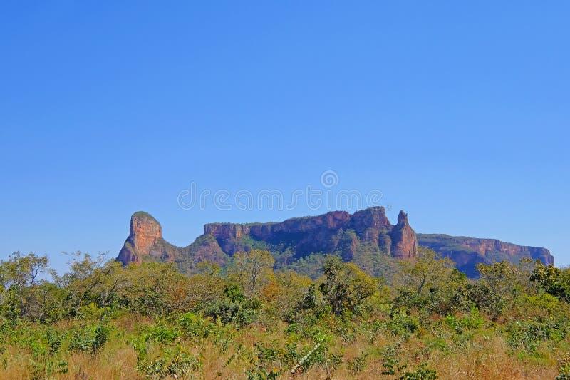 Bello paesaggio rosso della montagna a Chapada Dos Guimaraes, il centro geografico del Sudamerica, Mato Grosso, Brasile fotografia stock libera da diritti