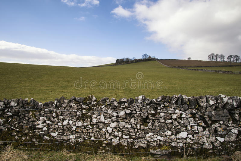 Download Bello Paesaggio Soleggiato Del Distretto Di Punta Nel Regno Unito Con Lo Sto Famoso Fotografia Stock - Immagine di rurale, cielo: 55362572