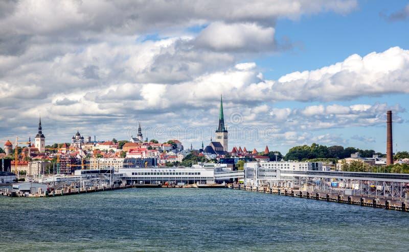 Bello paesaggio urbano, Tallinn, la capitale dell'Estonia, vista di Th fotografie stock libere da diritti