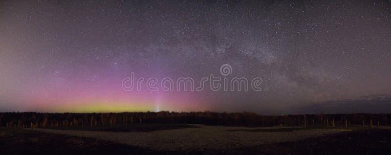 Bello panorama dell'aurora boreale fotografia stock