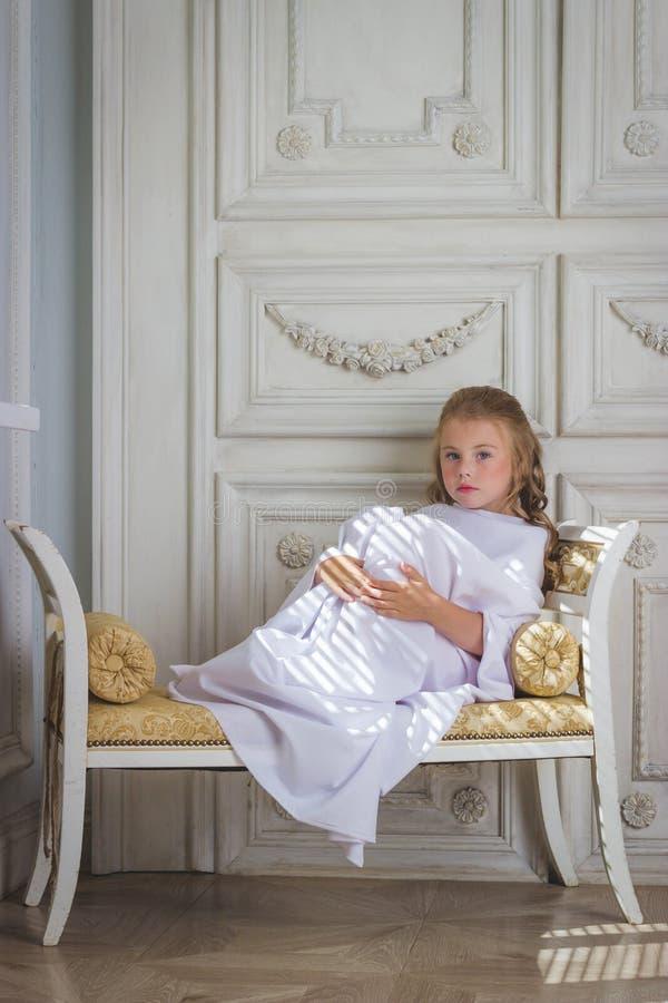Bello piccolo angelo triste immagini stock libere da diritti