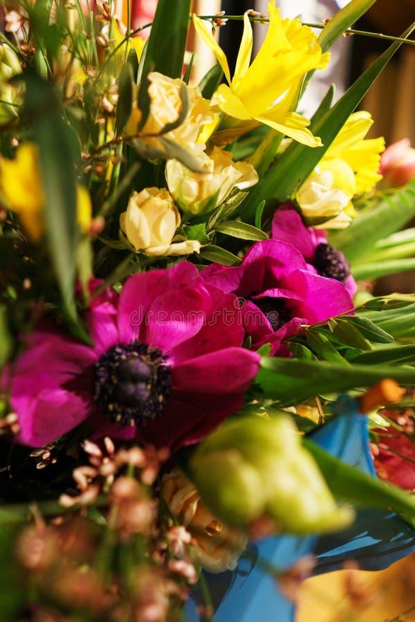 Bello primo piano festivo del mazzo Mazzo luminoso dei fiori differenti come regalo immagini stock libere da diritti