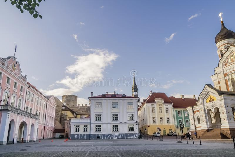 Bello punto di vista del castello e di Aleksander Nevski Cathedral di Toompea in Città Vecchia di Tallinn, Estonia fotografia stock