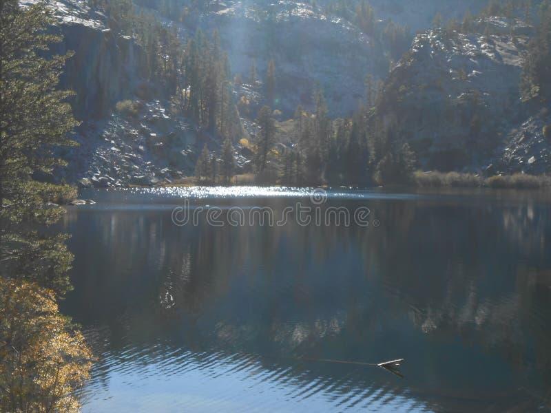 Bello punto scenico vicino al lago june fotografia stock libera da diritti