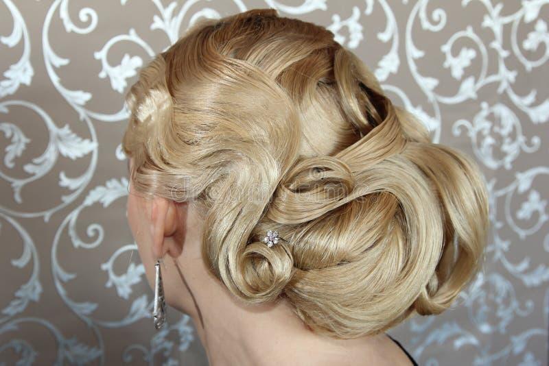 Retro stile di capelli fotografia stock. Immagine di donna ...