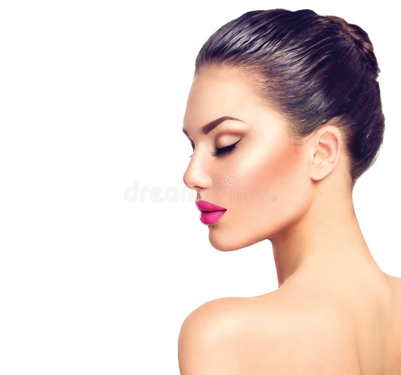 Bello ritratto castana di profilo della donna fotografia stock
