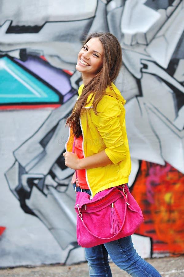 Bello ritratto sorridente della ragazza fotografia stock libera da diritti