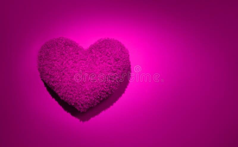 Bello sfondo di cuscino a forma di cuore viola Bellezza, cuore rosa per le vacanze, flatlay Struttura della carta matrimoniale Am fotografia stock libera da diritti