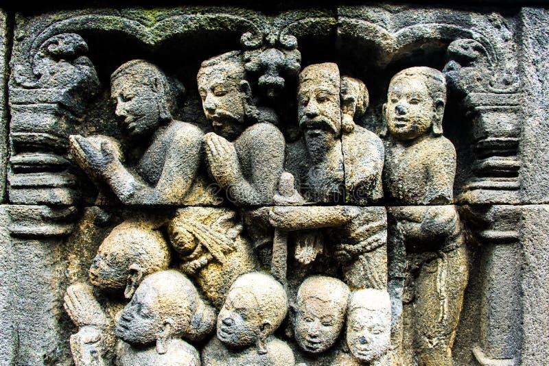 Bello sollievo buddista antico di arte con Buddha, tempio buddista Borobudur complesso, Yogyakarta, Jawa, Indonesia immagine stock
