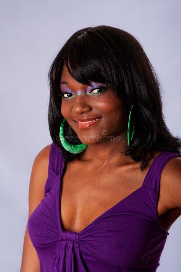 Bello sorridere africano della donna fotografia stock libera da diritti