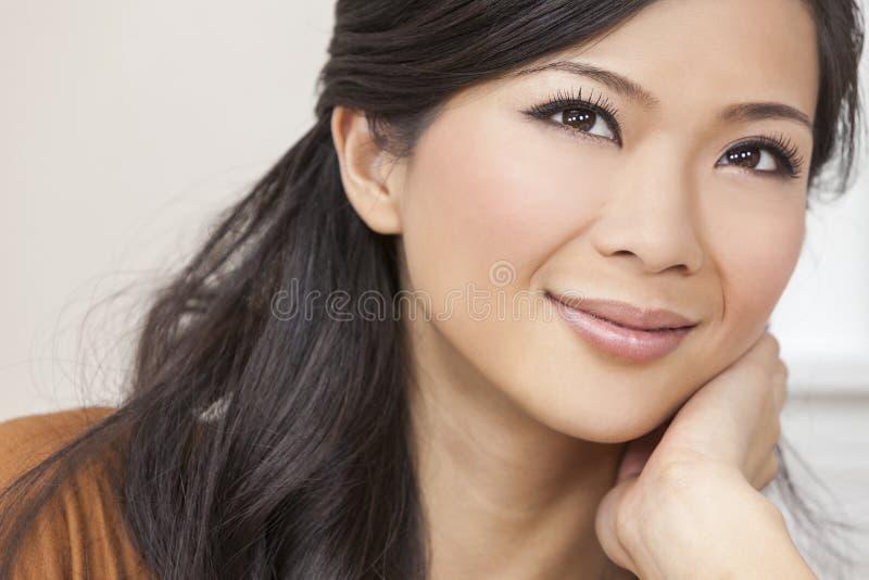 Bello Sorridere Asiatico Orientale Cinese Della Donna Immagine Stock - Immagine Di -3114