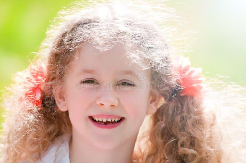 Bello sorridere della bambina fotografia stock libera da diritti