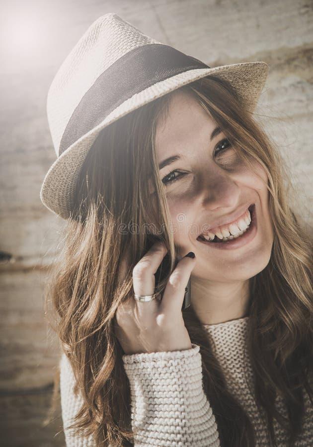 Bello sorridere della giovane donna fotografie stock