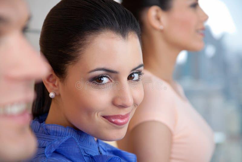 Bello sorridere esecutivo femminile fotografia stock libera da diritti