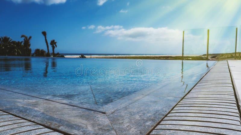 Bello stagno esclusivo un giorno soleggiato su Fuerteventure immagine stock libera da diritti