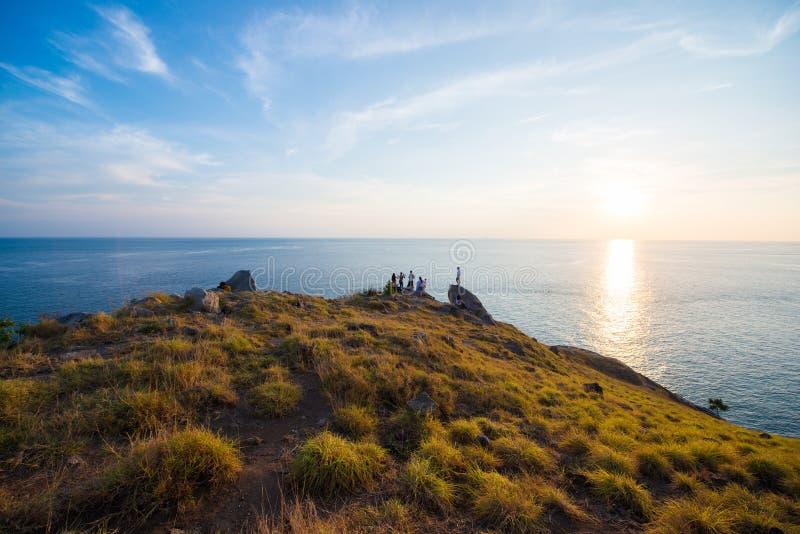 Bello tramonto al capo di Krating, spiaggia di Nai Harn, Phuket, Thaila fotografie stock