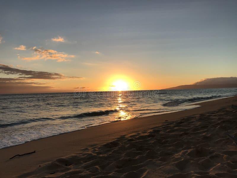 Bello tramonto alla spiaggia fotografie stock
