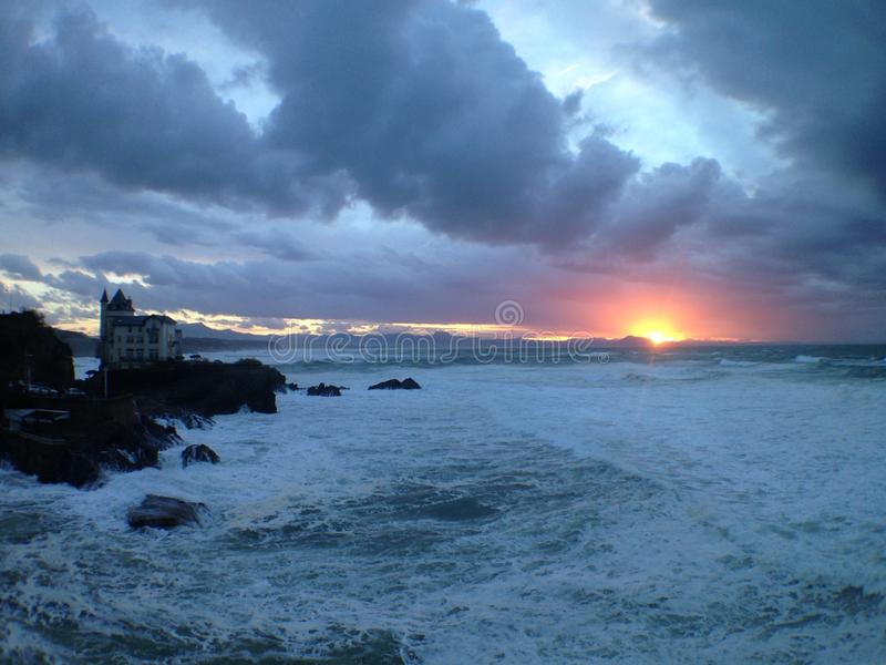 Bello tramonto a Biarritz Francia fotografia stock libera da diritti