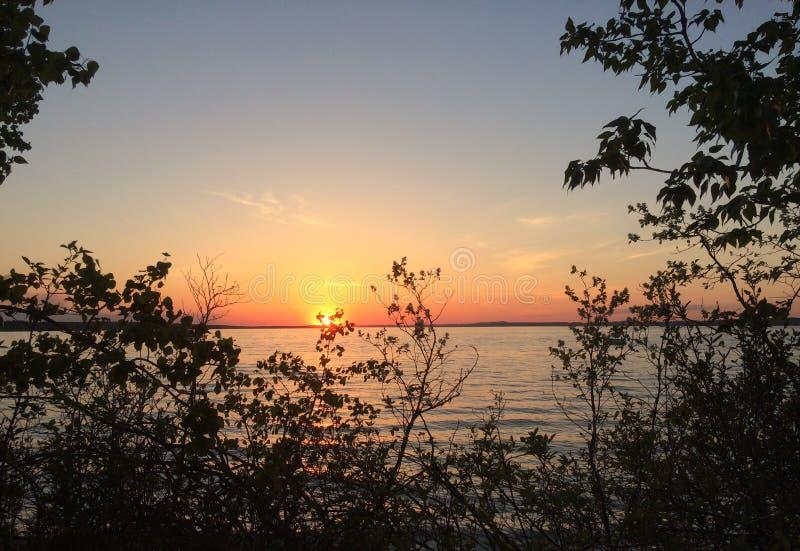 Bello tramonto del lago fotografia stock