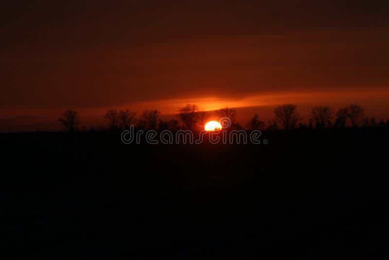 Bello tramonto del sole rosso fotografie stock libere da diritti