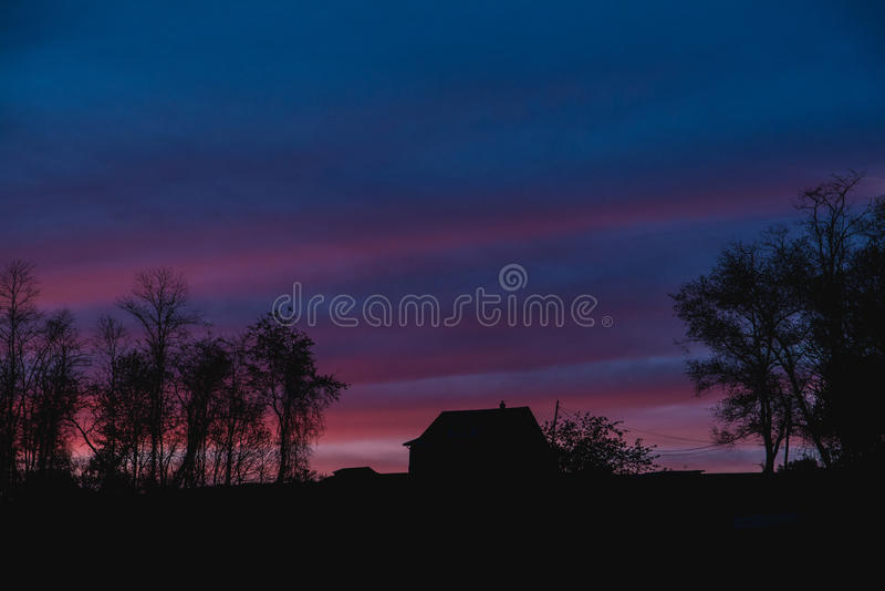 Bello tramonto nel paese fotografia stock