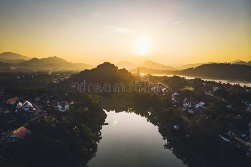 Bello tramonto pi? nel prabang di Luang, Laos Nam Kahn River, un tributario del Mekong fotografie stock libere da diritti