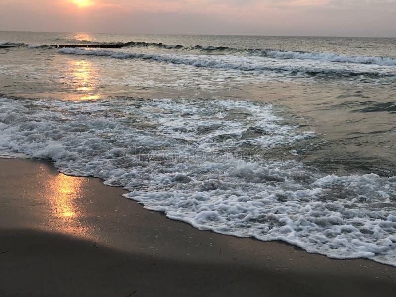 Bello tramonto sopra il Mar Baltico immagini stock libere da diritti