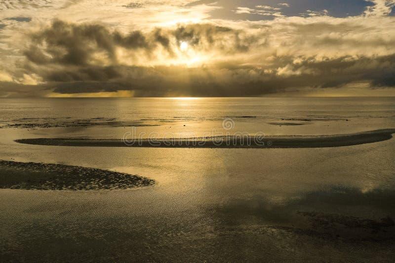 Bello tramonto sopra il mare Concetto di vacanze estive fotografia stock