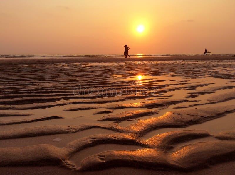 Bello tramonto sopra il mare Concetto di vacanze estive fotografia stock libera da diritti