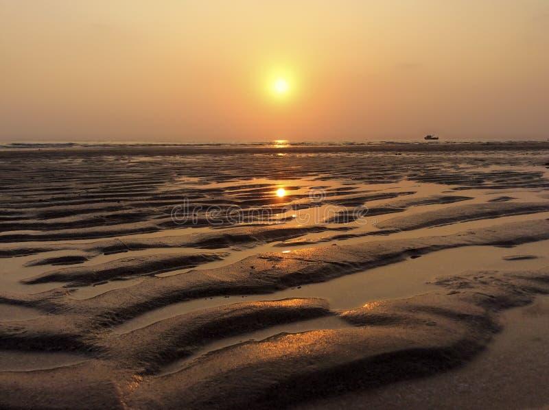 Bello tramonto sopra il mare Concetto di vacanze estive immagini stock