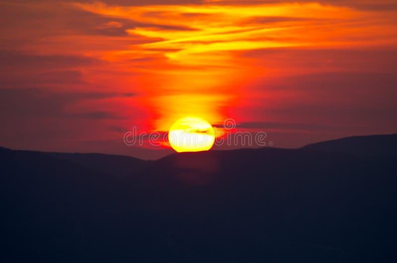 Bello tramonto sopra l'isola di Zacinto, Grecia immagini stock