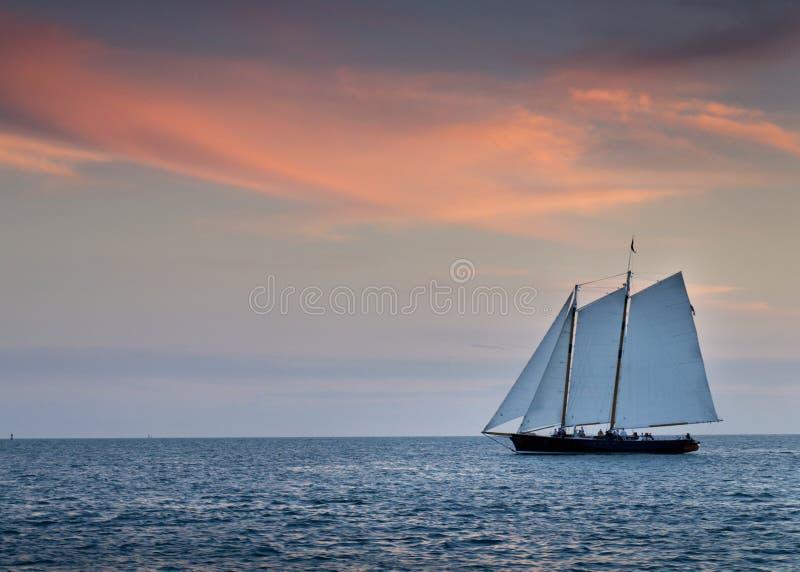 Bello tramonto sopra le acque dell'oceano di Key West Florida fotografia stock