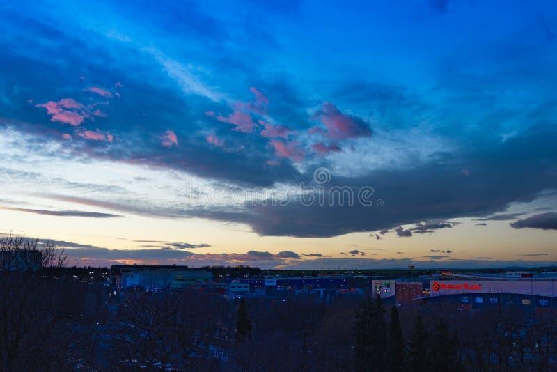 Bello tramonto sul giorno di Natale in Burgas Bulgaria immagine stock libera da diritti