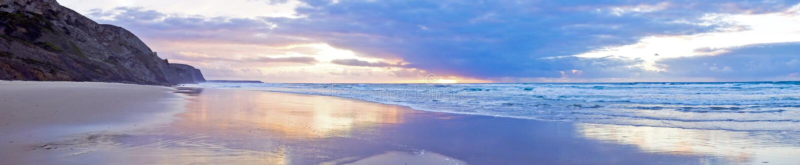 Bello tramonto a Vale Figueiras nel Portogallo fotografia stock libera da diritti