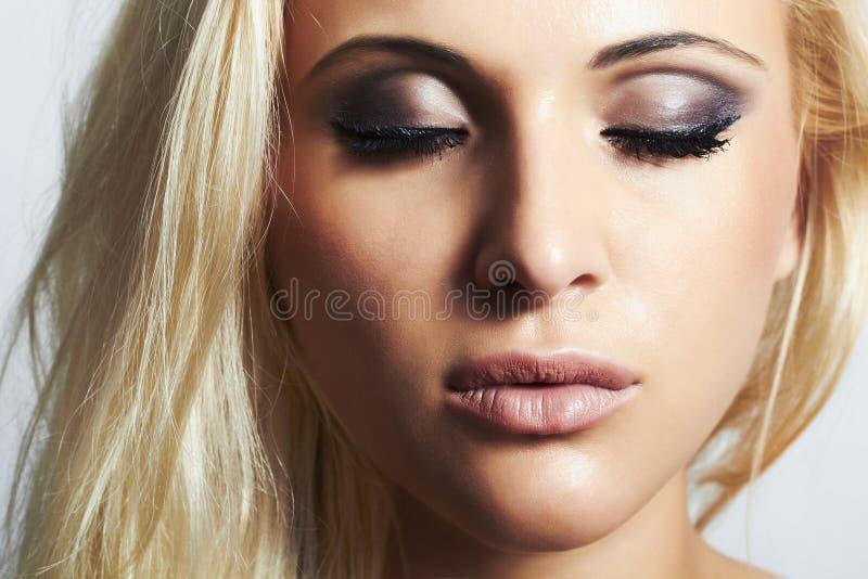 Bello trucco biondo di girl.beauty woman.professional fotografia stock libera da diritti