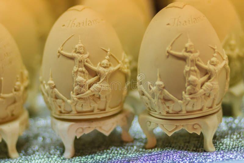 Bello uovo dell'estere con il modello tailandese Iscrizione H della scrittura immagini stock libere da diritti