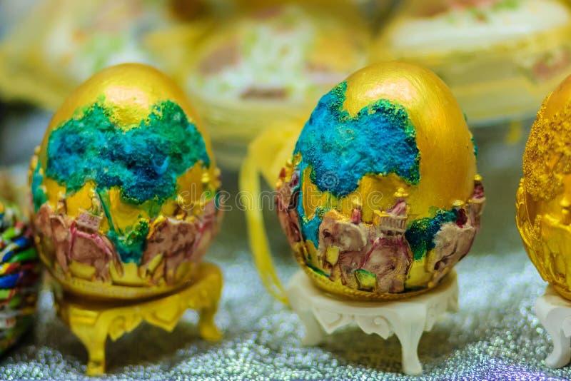Bello uovo dell'estere con il modello tailandese Iscrizione H della scrittura fotografia stock libera da diritti