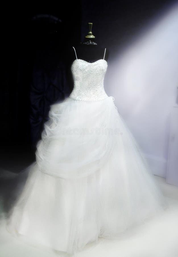 Bello vestito da cerimonia nuziale immagini stock