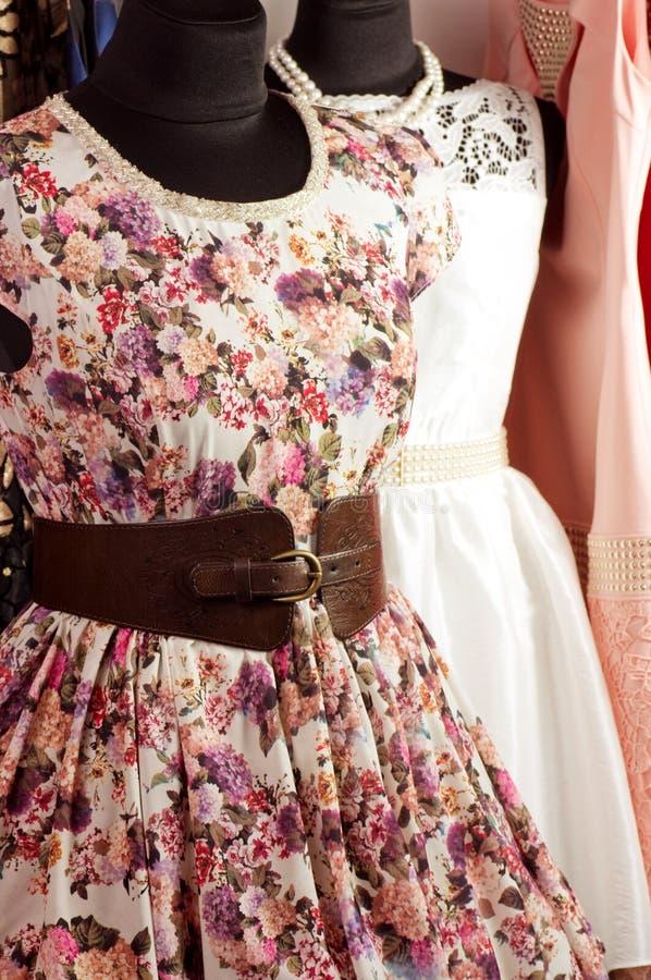 Bello vestito da modo fotografie stock