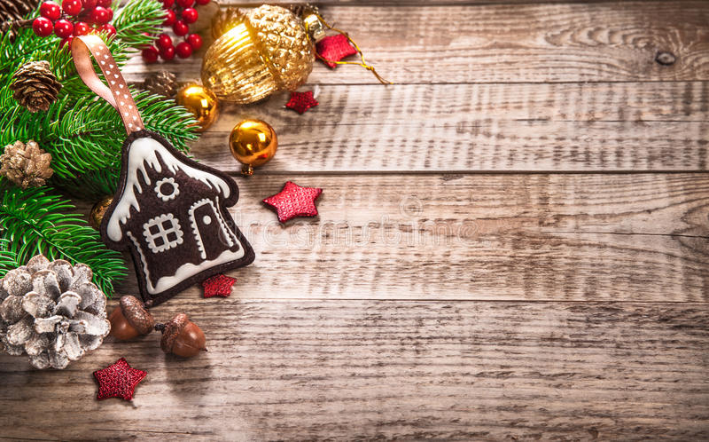 Bellota del pinecone del abeto de la opinión superior de la decoración de la Navidad imagenes de archivo