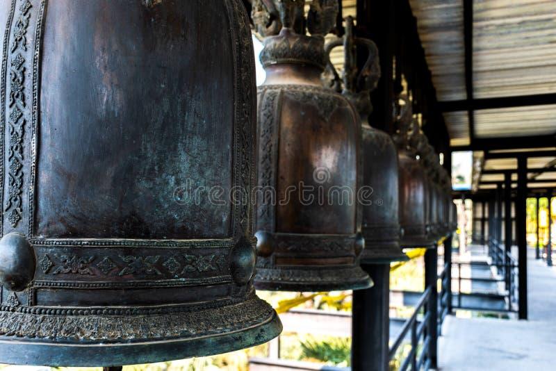 Bells heurtaient pour la bonne chance images stock