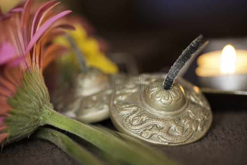 Bells tibétaines pour le traitement oriental de santé images libres de droits