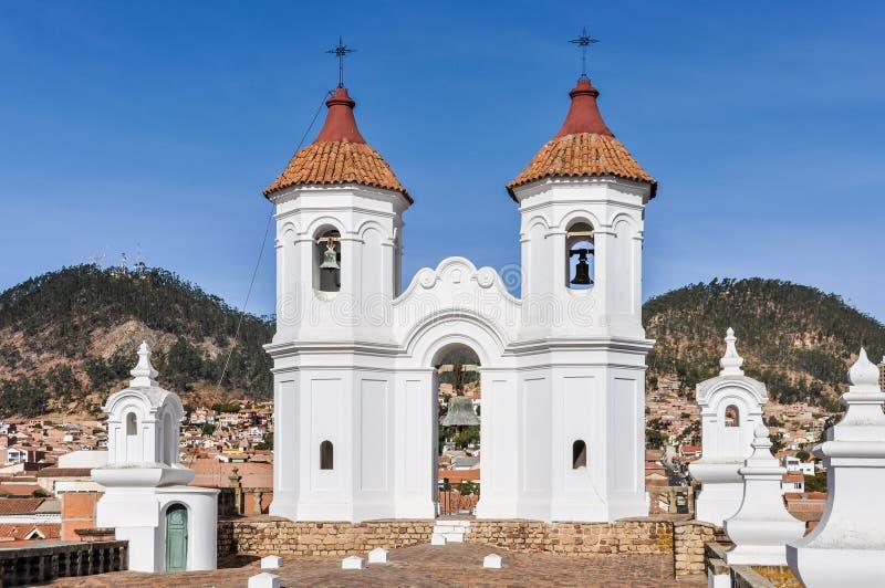 Belltower del monasterio de Felipe Neri en Sucre, Bolivia imagenes de archivo