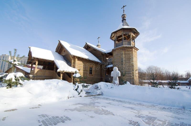 Belltower et église de Panteleimon le guérisseur au ce médical images libres de droits