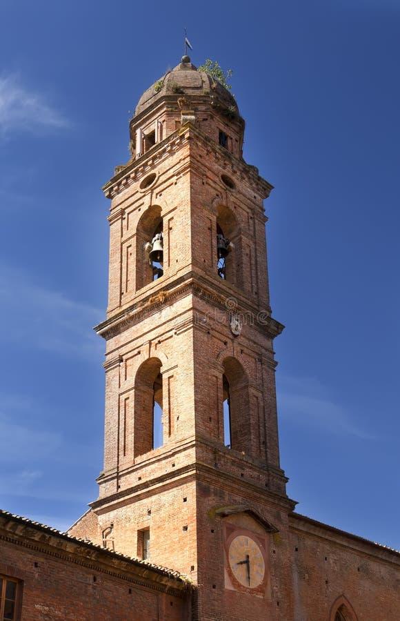 Belltower su costruzione antica a Siena, Italia fotografie stock libere da diritti