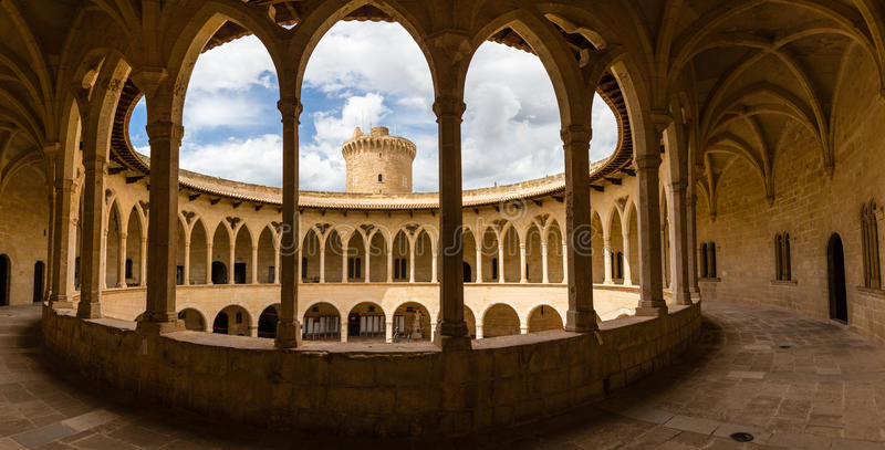 Bellver城堡,帕尔马,马略卡柱廊  免版税库存图片