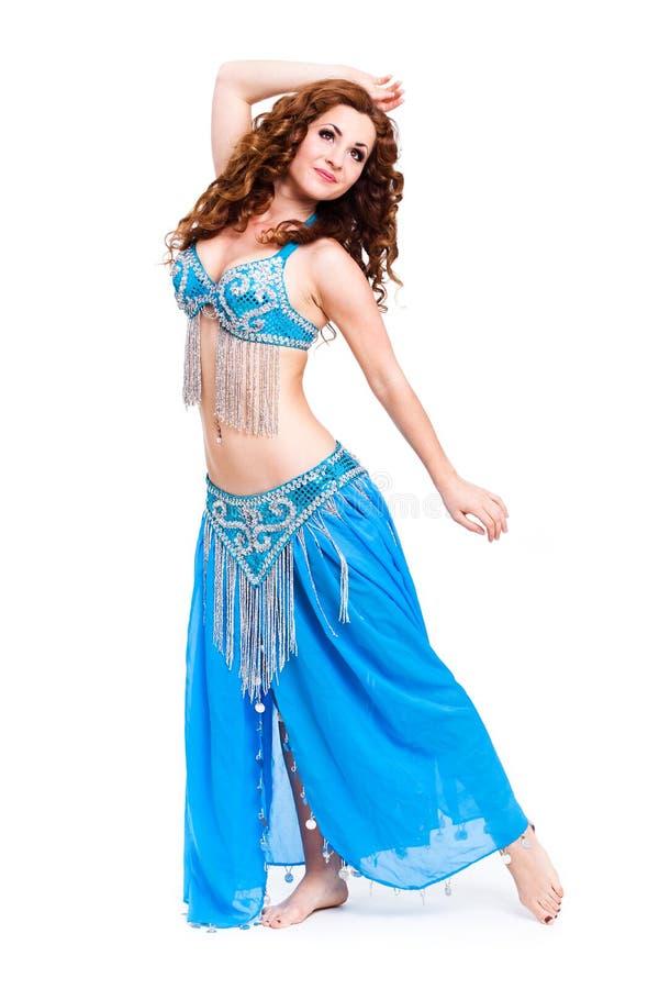 Bellydancer attrayant dans la robe bleue photographie stock libre de droits
