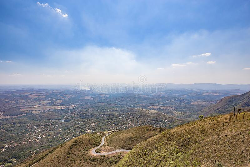 Belo Horizonte, Minas Gerais, Brasile Volo dell'aliante dalla cima immagini stock
