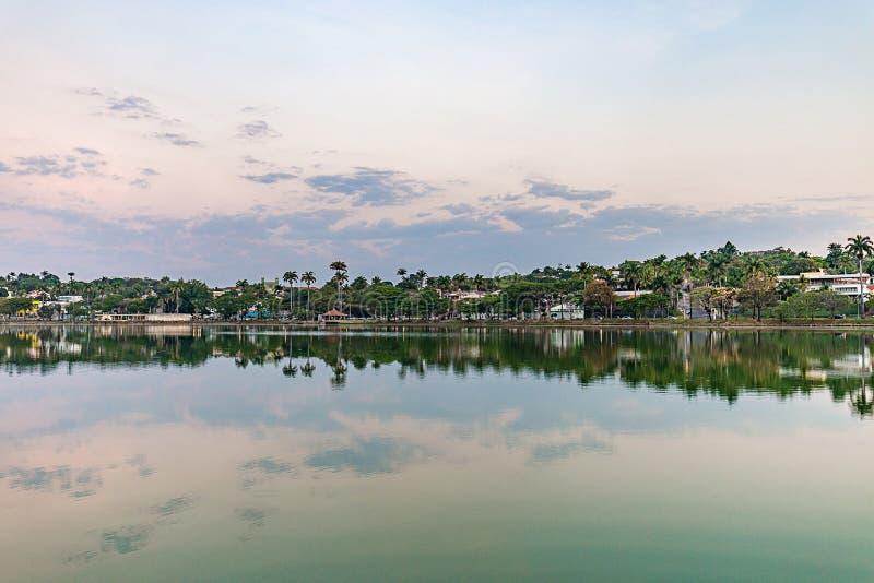 Belo Horizonte Minas Gerais, Brasilien Sikt av Pampulha sjön i s royaltyfria bilder