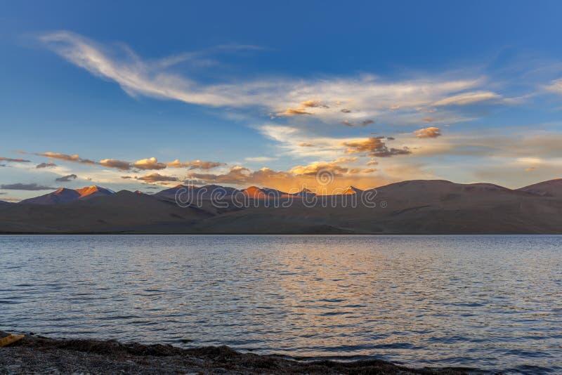 Belo lago Tso Moriri em Ladakh à noite fotografia de stock
